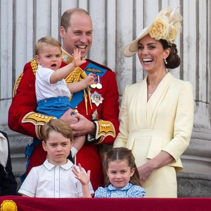 Księżna Kate z rodziną - Meghan Markle po raz pierwszy po porodzie na urodzinach królowej Elżbiety II: jak wyglądała?