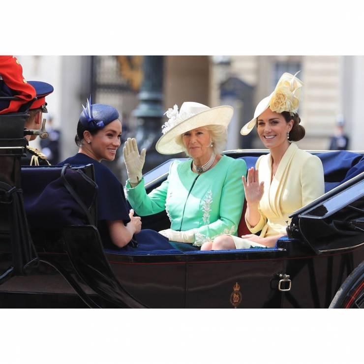 Meghan Markle, księżna Kate i Camilla - Meghan Markle po raz pierwszy po porodzie na urodzinach królowej Elżbiety II: jak wyglądała?
