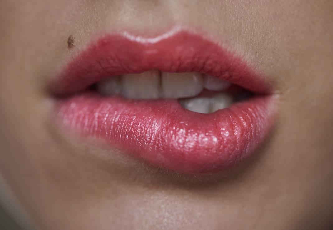 Skóra wrażliwa - usta - Makijaż dla skóry wrażliwej – 6 rzeczy, o których trzeba pamiętać
