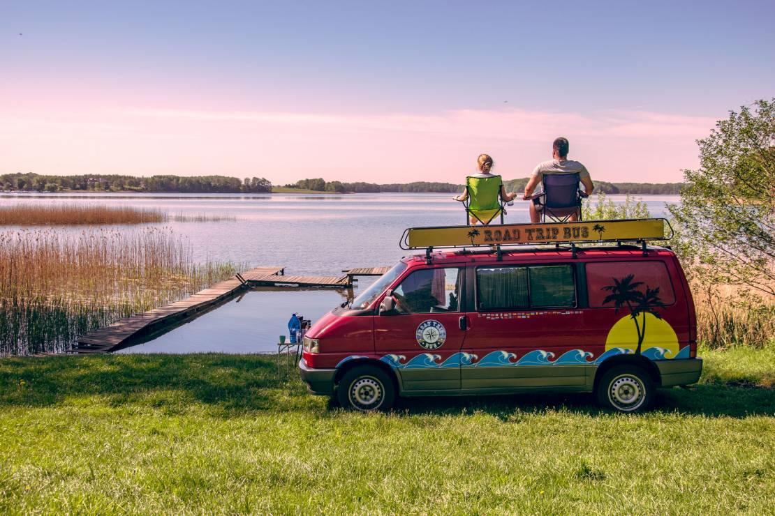 """Katarzyna Kosowska i Wojtek Grabowski, prowadzą bloga """"Road Trip Bus"""" - Najpopularniejsi blogerzy podróżniczy na Instagramie: ich konta warto znać"""