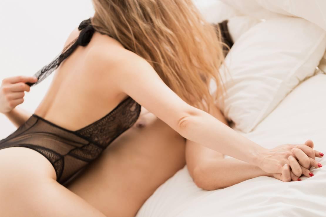 """Pozycja seksualna """"Uwodzenie"""" - 5 pozycji seksualnych dla osób, które lubią kochać się na leżąco"""