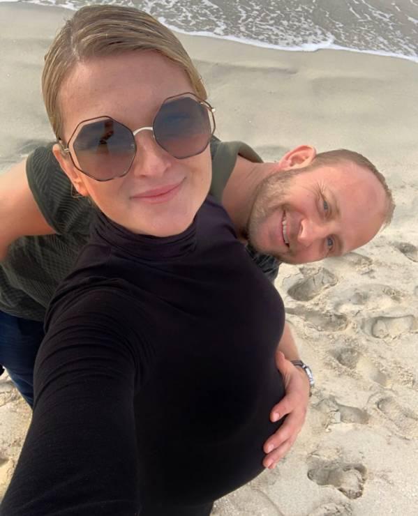 Borys Szyc i Justyna Nagłowska spodziewają się dziecka - Borys Szyc po raz drugi zostanie tatą. Justyna Nagłowska pochwaliła się ciążowym brzuszkiem [ZDJĘCIA]