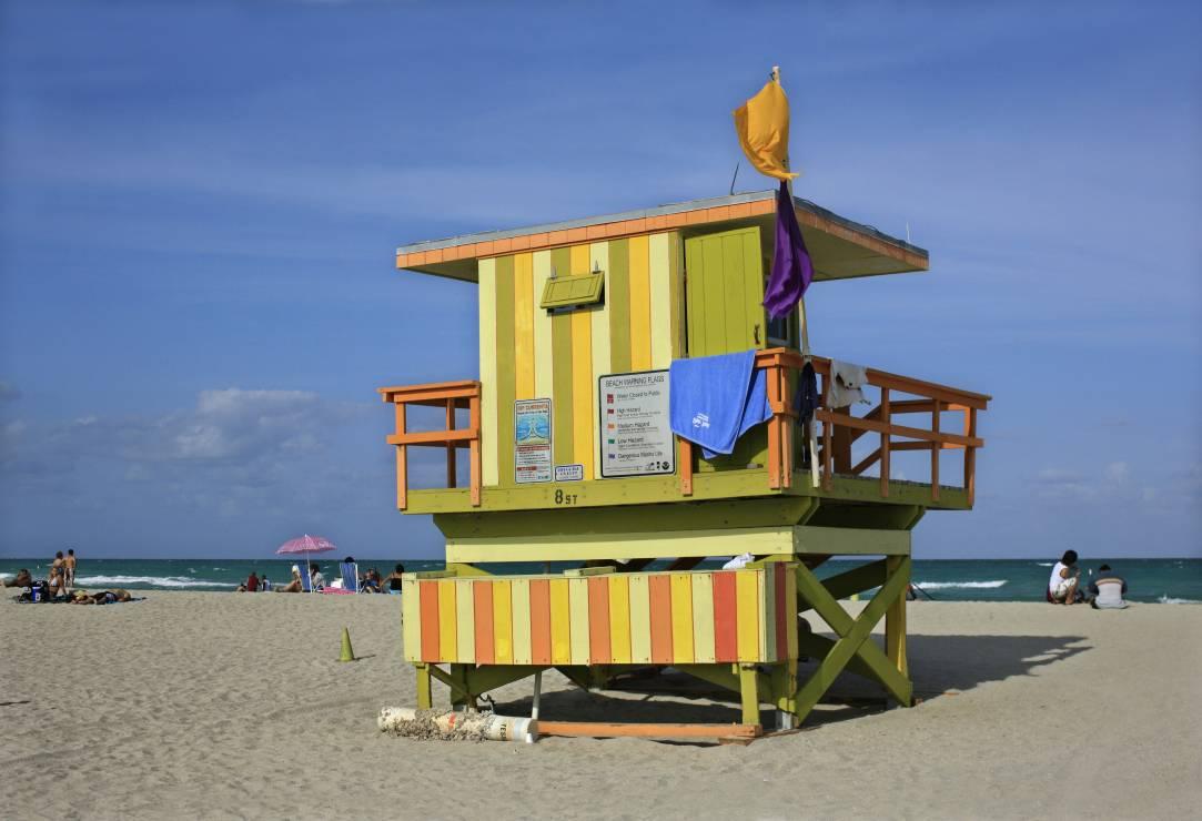 Stacje ratowników na plaży w Miami - Kierunek Miami, czyli wszystko co musicie wiedzieć o wakacjach 2020 na Florydzie