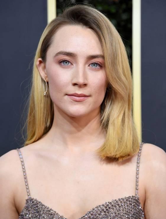 Saoirse Ronan - 5 zabiegów bankietowych gwiazd – oto sekret idealnej cery na czerwonym dywanie