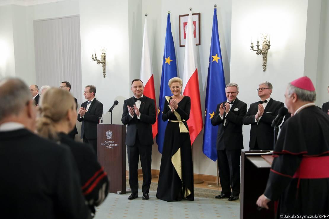 Niezwykły strój polskiej Pierwszej Damy: Agata Duda wyglądała olśniewająco! - Niezwykły strój Pierwszej Damy: Agata Duda wyglądała olśniewająco