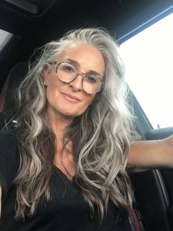Siwe włosy - Ten sposób na siwe włosy sprawi, że nie będziesz chciała ich maskować!