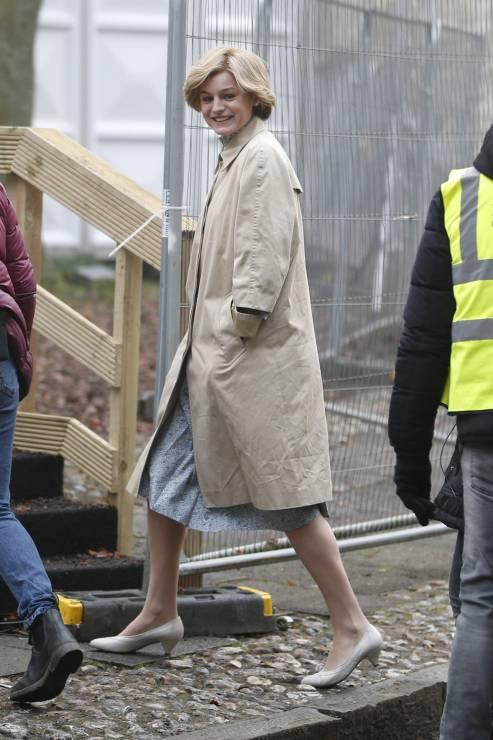 """The Crown 4: Jak wygląda serialowa księżna Diana? Mamy nowe zdjęcia z planu! - """"The Crown 4"""": Jak wygląda serialowa księżna Diana? Mamy nowe zdjęcia z planu!"""