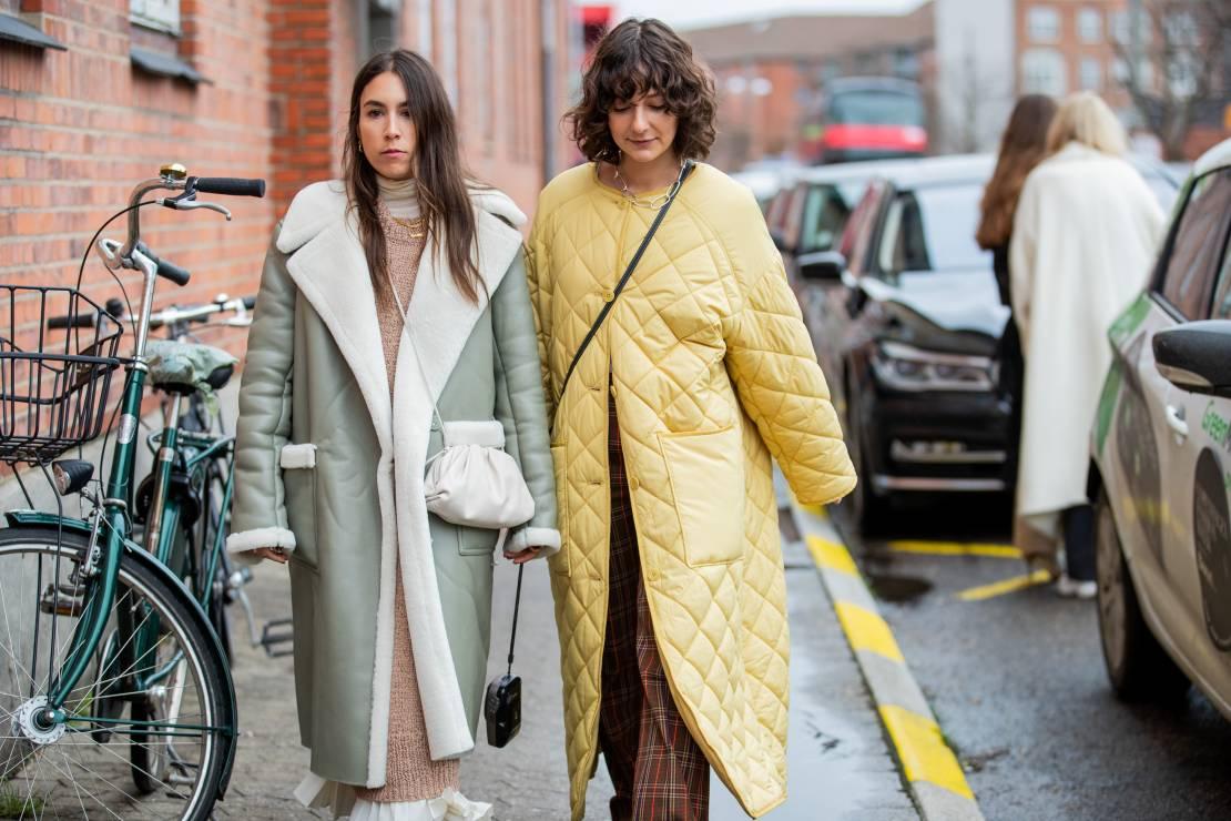 Modne płaszcze pikowane na wiosnę 2020 - To najmodniejsze płaszcze na wiosnę 2020: moda trendy wiosna 2020