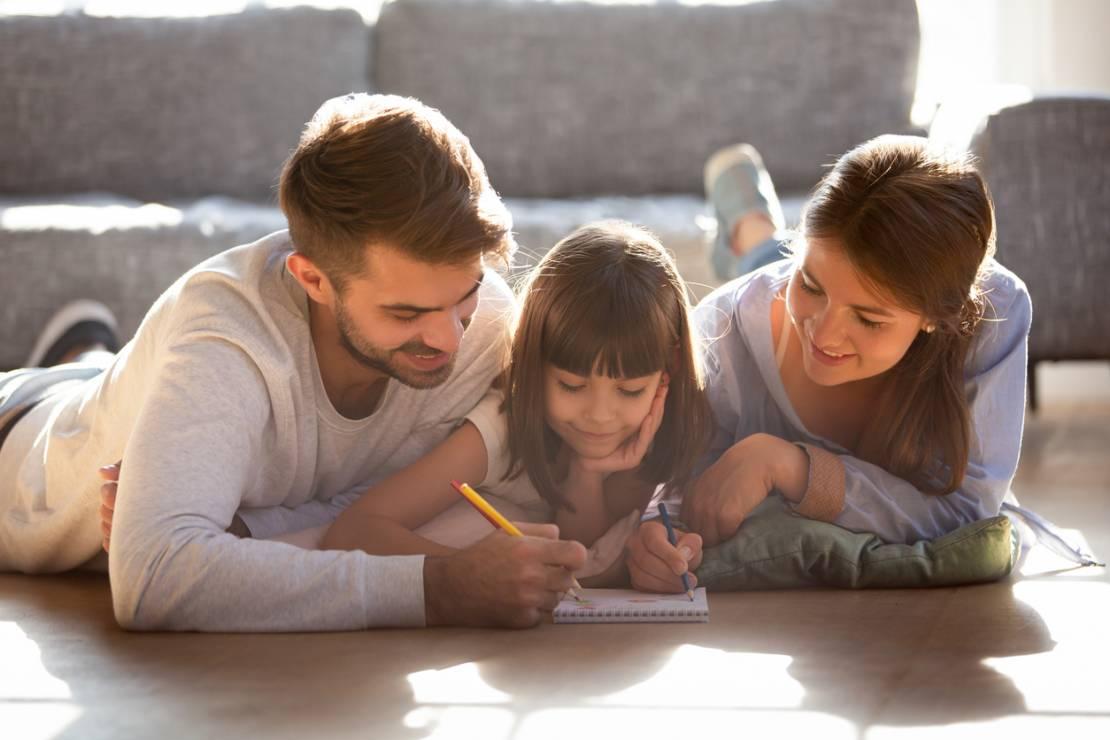 Kalambury - 10 inspirujących pomysłów na zabawy z dziećmi w domu [OKIEM MAMY]