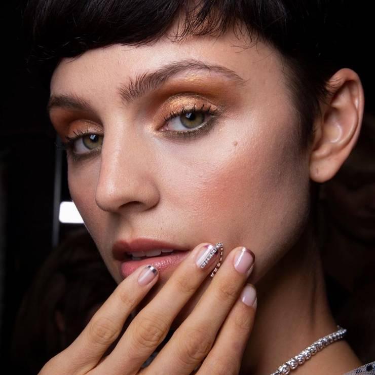 Metallic french - Trendy uroda 2020: French manicure na 5 najmodniejszych sposobów!