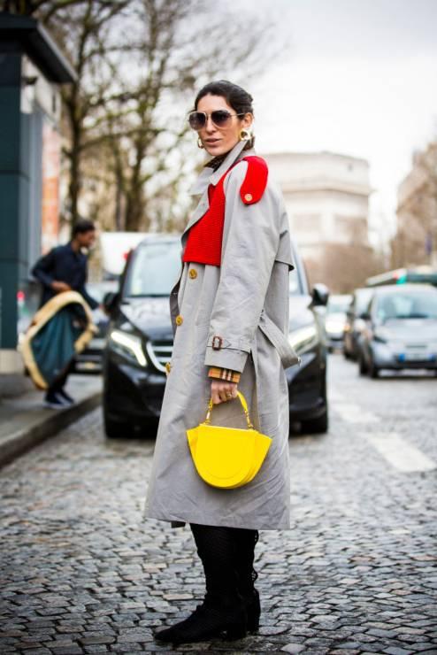 Moda trendy wiosna 2020: trencz na wiosnę - Moda trendy wiosna 2020: 5 rzeczy, które powinnaś mieć w szafie na wiosnę