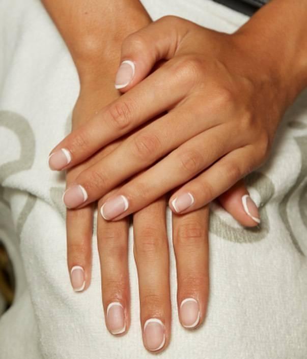 Reverse french - Trendy uroda 2020: French manicure na 5 najmodniejszych sposobów!