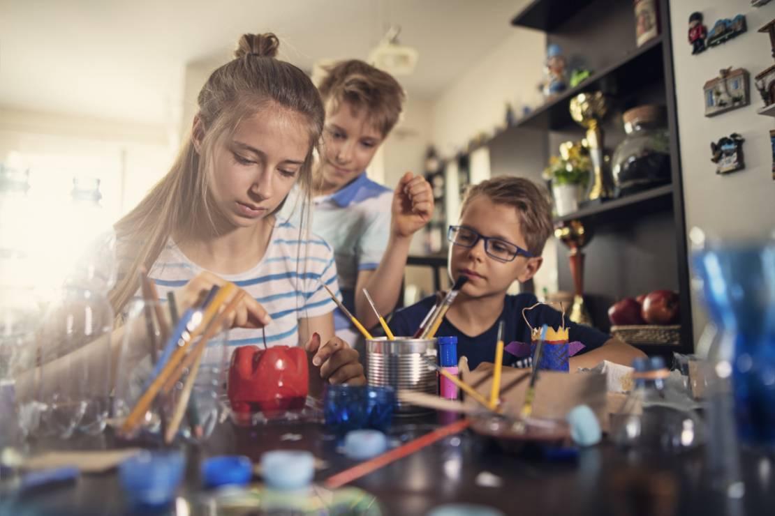 Robienie biżuterii - 10 inspirujących pomysłów na zabawy z dziećmi w domu [OKIEM MAMY]