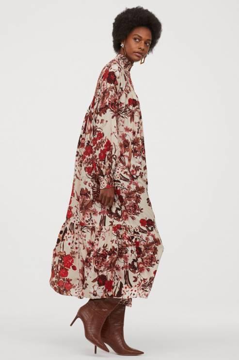 Sukienka ze stójką 89,90 zł z 149,99 zł - H&M wyprzedaż wiosna 2020: 20 rzeczy, które muszą się znaleźć w twojej szafie