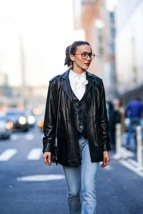 Trendy moda wiosna 2020: koszula typu oxford na wiosnę - Moda trendy wiosna 2020: 5 rzeczy, które powinnaś mieć w szafie na wiosnę