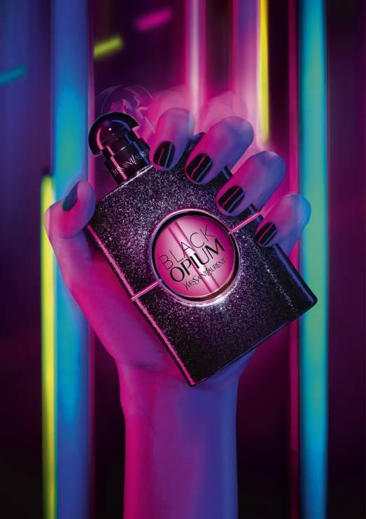 YSL BLACK OPIUM  EAU DE PARFUM NEON - Trendy uroda 2020: Te perfumy będą hitem wiosny!