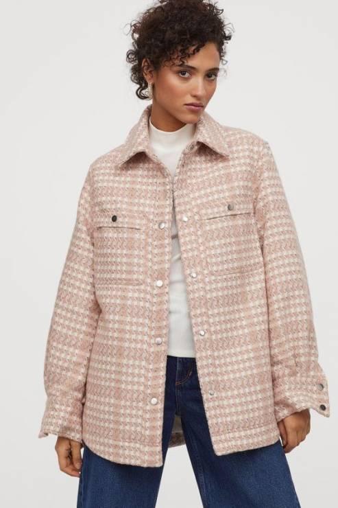 Żakardowa kurtka koszulowa 139,90 z 229,99 zł - H&M wyprzedaż wiosna 2020: 20 rzeczy, które muszą się znaleźć w twojej szafie