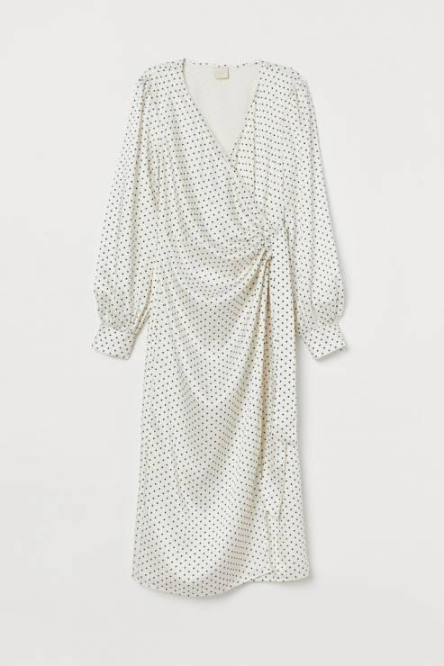 Kopertowa sukienka do łydki w drobne groszki 139,90 zł z 199,99 zł - H&M wyprzedaż wiosna 2020: 20 rzeczy, które muszą się znaleźć w twojej szafie