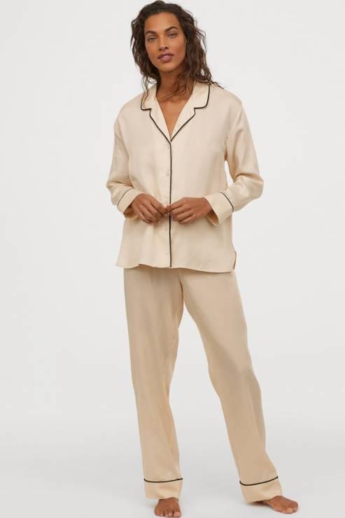 pudroworóżowa piżama z lyocellu 119,90 zł z 199,99 zł - H&M wyprzedaż wiosna 2020: 20 rzeczy, które muszą się znaleźć w twojej szafie