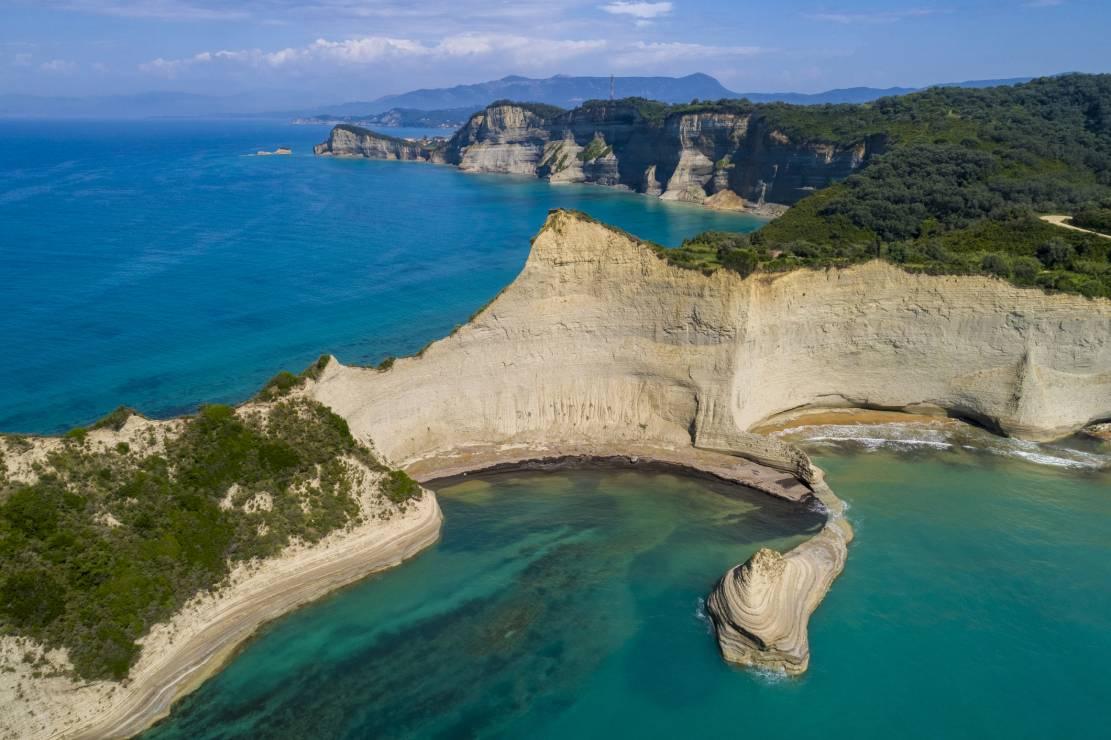Grecja wakacje 2020: Korfu - Gdzie można jechać na wakacje 2020? 6 greckich wysp, na które polecisz już w lipcu
