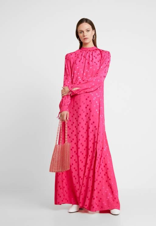 Sukienka oversize, Resume Zalando - Sukienki oversize będą hitem tego lata - gdzie je znajdziesz?