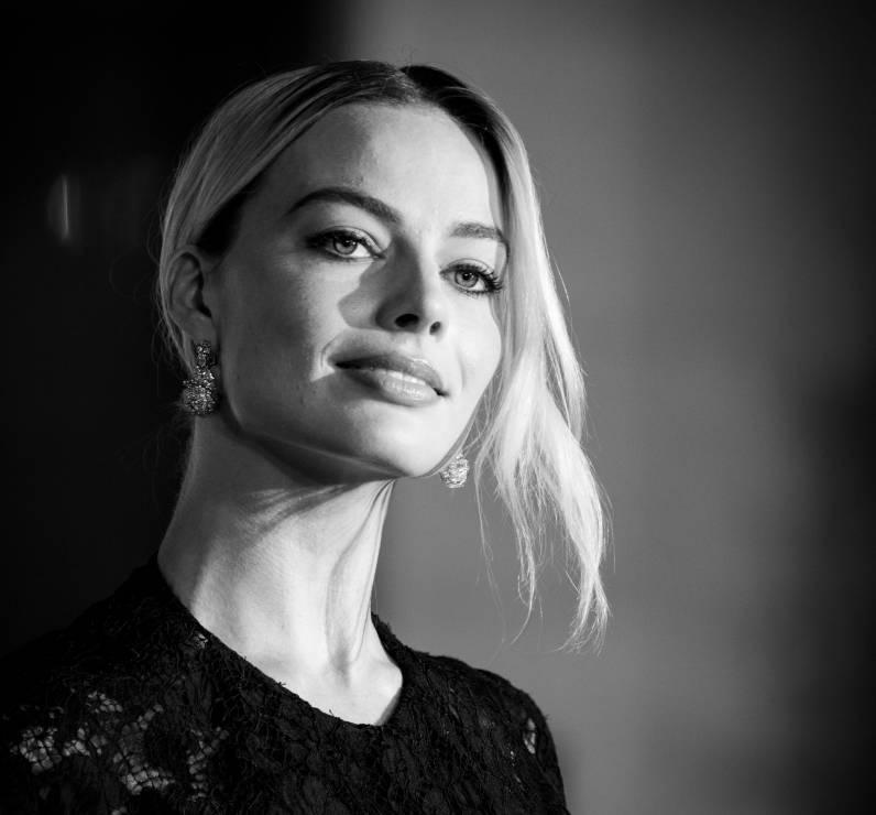 """Margot Robbie zagra w filmie """"Piraci z Karaibów"""" - """"Piraci z Karaibów"""" wracają w nowej kobiecej wersji: Margot Robbie zastąpi Johnny'ego Deppa. Co na to fani?"""