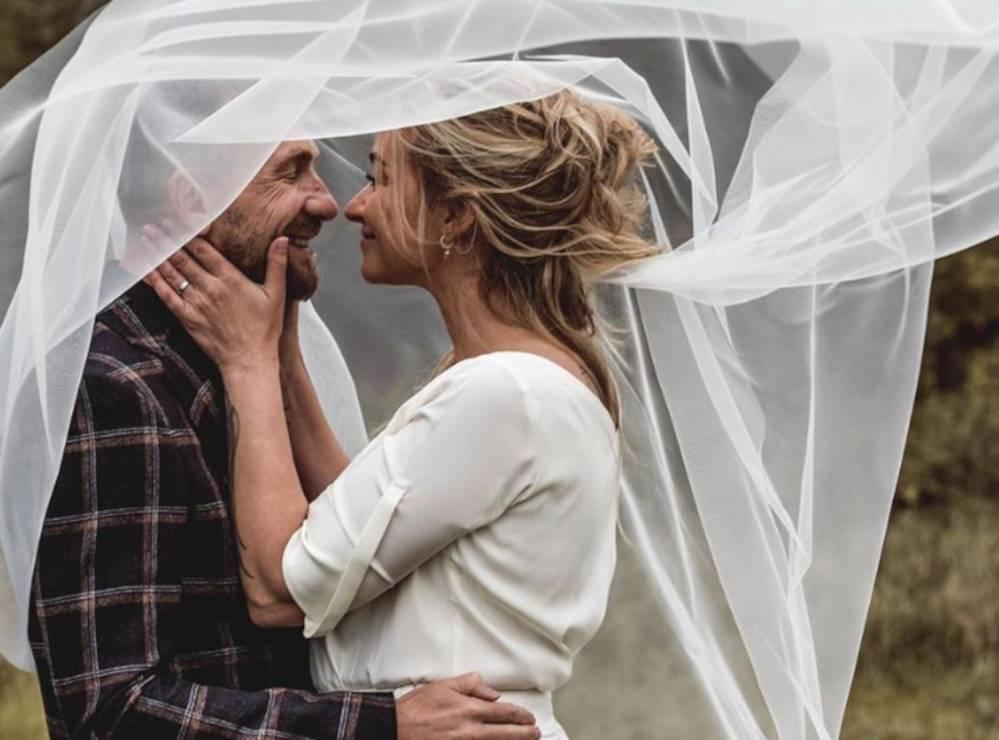 Martyna Wojciechowska wzięła ślub z Przemkiem Kossakowskim - Martyna Wojciechowska wzięła ślub. Pokazała przepiękne zdjęcia ze ślubu na Instagramie. Jedno skradło nasze serce!