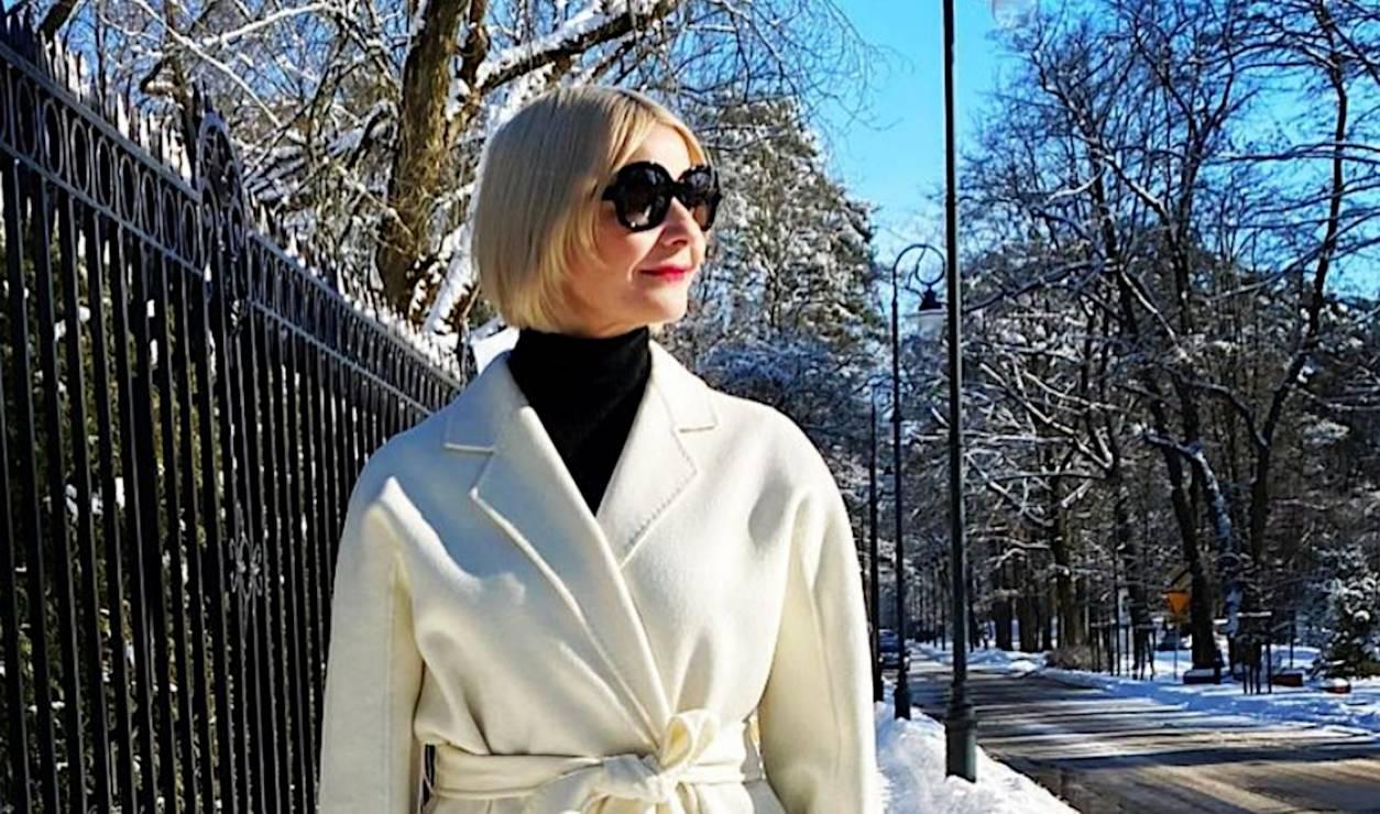 Małgorzata Kożuchowska w genialnym płaszczu na wiosnę i z modną POUCH BAG - Małgorzata Kożuchowska z modną torebką na wiosnę POUCH BAG i w białym płaszczu. Ta stylizacja to mistrzostwo świata!