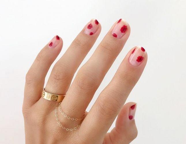 Modne paznokcie na jesień - kwiatowy manicure to hit sezonu!