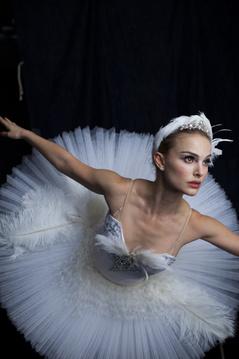 Natalie Portman czarna łabędź seks scena